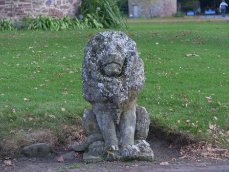 glamis-castle-lion.jpg