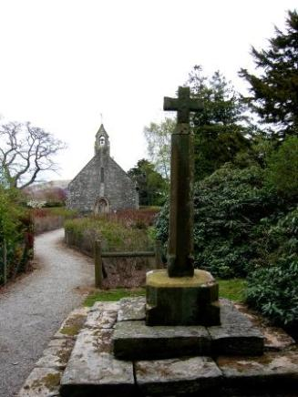 Rug Chapel Cross and West End